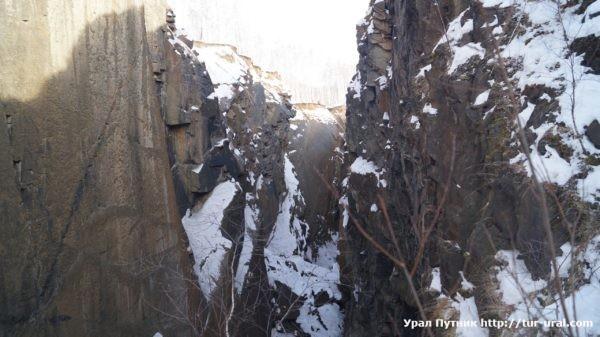 Магнитские разломы, Чёрная скала / НП Таганай, г. Карандаш