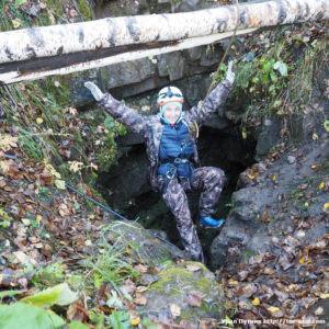 Спуск в пещеру Аверкиева Яма